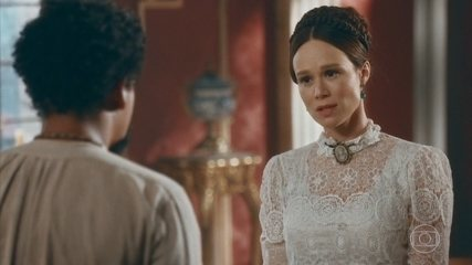 Luísa asks Samuel to keep his romance with Pedro a secret