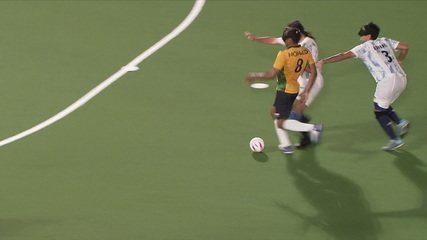 2nd T: After the sprint, Nonato shoots on goal and the Argentine goalkeeper stretches to deflect - ARG 0 x 0 BRA