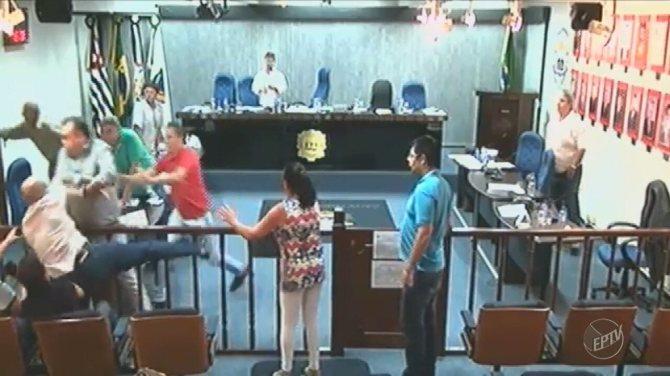 Vereadores trocam ofensas e ameaças durante sessão em Serra Negra; veja o vídeo