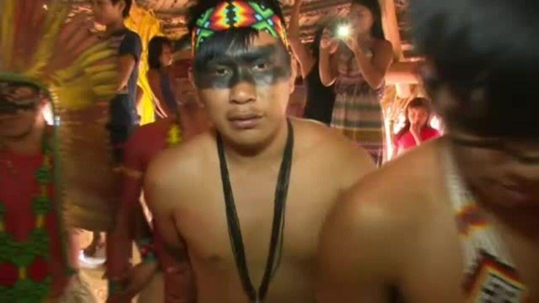 Índios Katukinas recebem diplomas de ensinos médio e fundamental em Cruzeiro do Sul