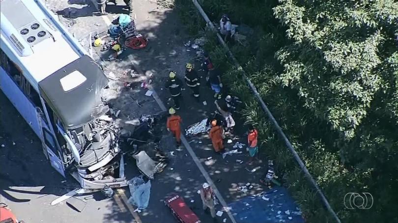 Acidente deixa mortos e feridos na BR-020, em Formosa