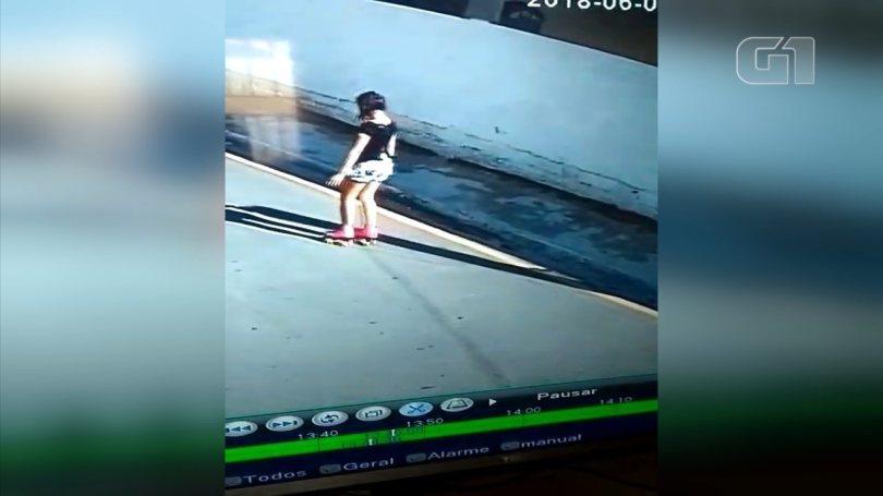 Câmeras de segurança flagram garota antes de desaparecer em Araçariguama