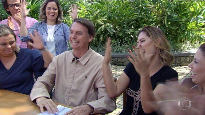 Resultado de imagem para Presidente eleito, Bolsonaro fica em casa no primeiro dia após 2º turno