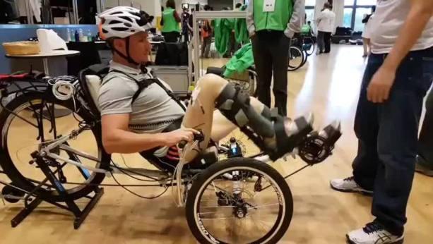 Treino do para-atleta Estevão Lopes utilizando a eletroestimulação
