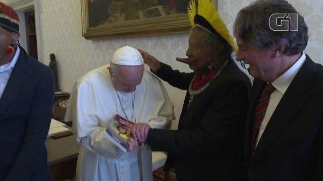 Papa Francisco recebe líder indígena brasileiro Raoni no Vaticano