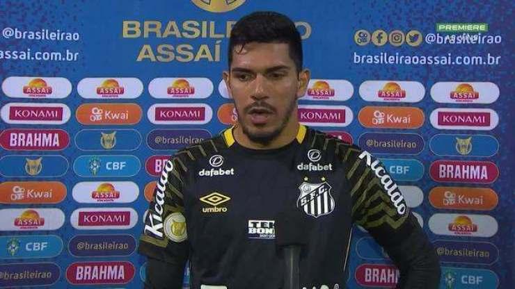 """João Paulo celebra a primeira vitória do Santos como visitante no Brasileirão: """"Dá mais confiança para o nosso trabalho"""""""