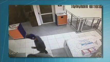 Bandidos armados tentam assaltar Lojas Cem, em Resende, RJ