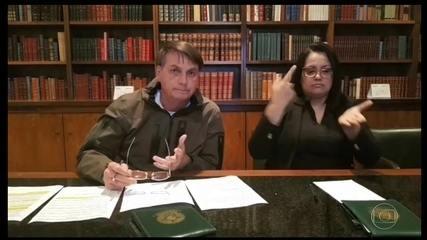 Após prisão de Queiroz, Bolsonaro passa o dia em reunião e diz não estar envolvido no caso