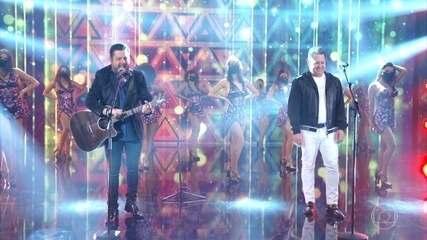 Bruno and Marrone sing 'Dormi na Praça'