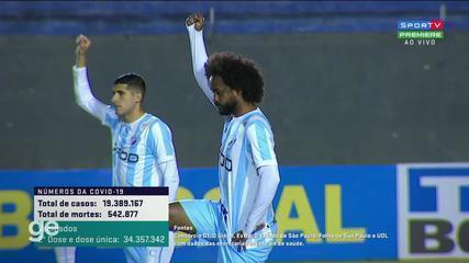 Londrina players protest against racism before the match against Confiança