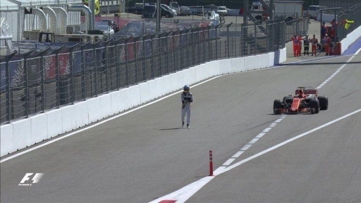 Fernando Alonso abandona o GP da Rússia, antes mesmo da largada