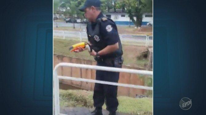 Guarda Municipal resgata tucano em avenida de Americana