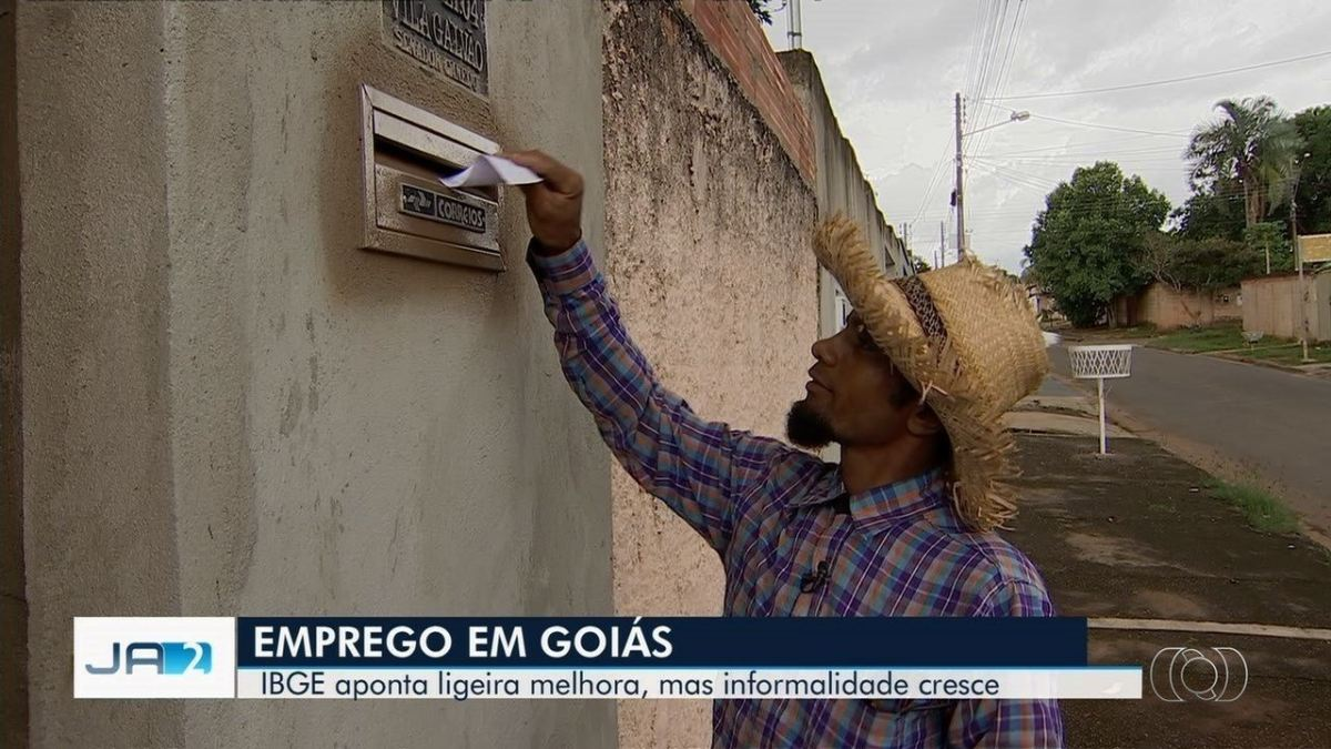 Homem coloca bilhetes com pedido de emprego em caixas de correios de casas em Goiânia