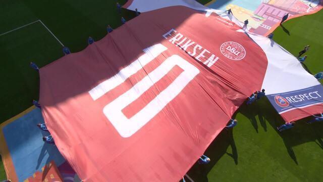 Eriksen é homenageado com camisa gigante antes de Dinamarca x Bélgica