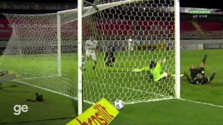 Aos 42 min do 2º tempo - gol de dentro da área de Ytalo do Bragantino contra o Palmeiras