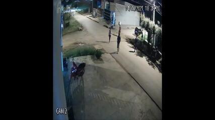 Colisão entre carro e moto deixa ferido em Jaru; veja vídeo do acidente