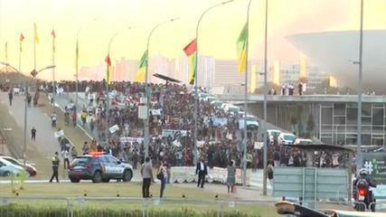 Indigenous people protest in Brasília against measures that make land demarcation difficult