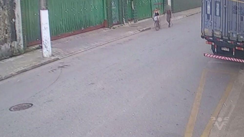 Vídeo mostra garota de 9 anos momentos antes de ser morta e estuprada