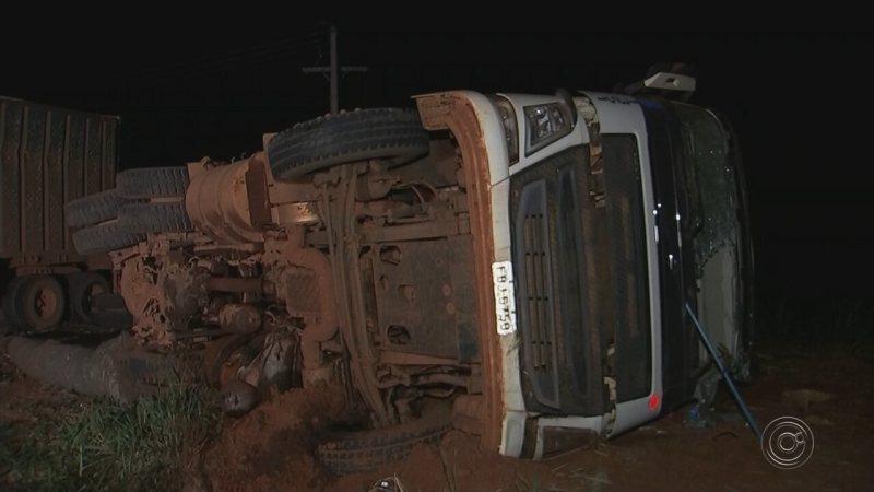 Acidente entre ônibus e caminhão canavieiro deixa feridos em Olímpia