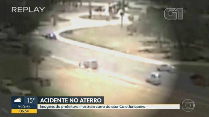 Vídeo mostra carro do ator Caio Junqueira saindo da pista, no Aterro do Flamengo