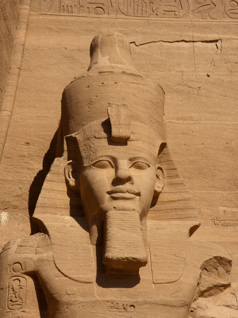 https://i2.wp.com/s04.sonyaandtravis.com/images/egypt-2011/egypt-abu-simbel-c-close-up-of-one-of-the-ramesses-ii-statues.jpg