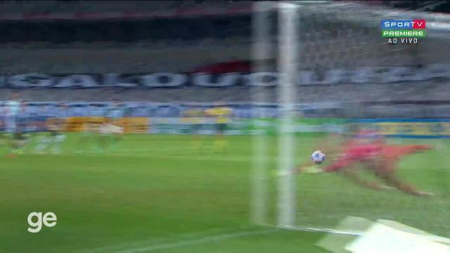 Gol de pênalti de Ravanelli para a Chapecoense contra o Atlético-MG
