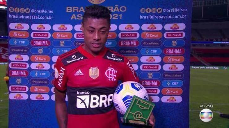 """Após hat-trick e troféu de craque do jogo, Bruno Henrique comenta goleada e atuação de gala: """"Nunca deixei de acreditar"""""""