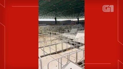 Vídeo que circula nas redes sociais, mostra materiais hospitalares são depositados em centro de convenções em Campo Grande