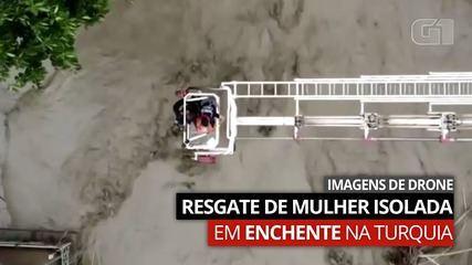 Vídeo: Imagens feitas com drone mostram resgate de mulher isolada em enchente na Turquia