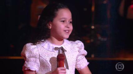 Lorena França sings 'Foi Pá Pum'