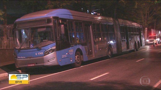 Passageira fica ferida durante tenativa de assalto em ônibus na Zona Sul