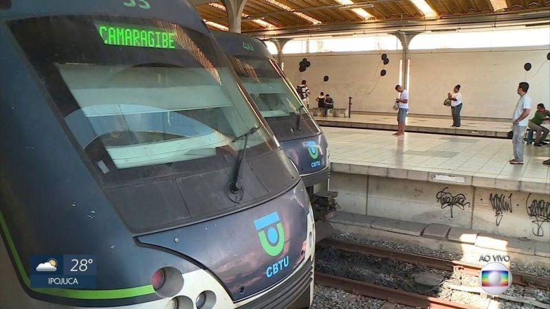 Dois PMs morrem atropelados por metrô no Recife