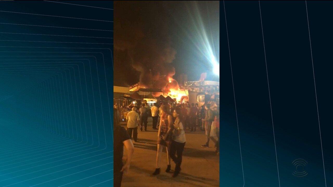 Incêndio atinge barracas no Parque do Povo