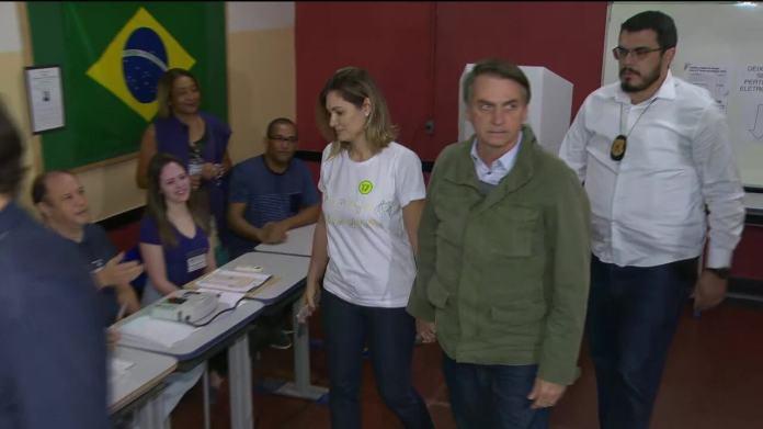 Jair Bolsonaro (PSL) vota na Zona Oeste do Rio