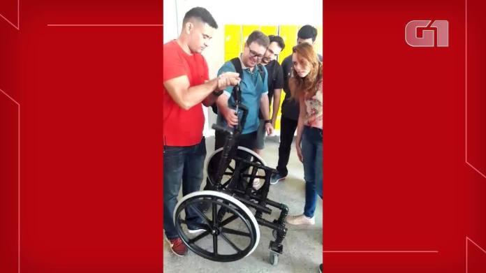 Estudantes constroem cadeiras de rodas com materiais alternativos.