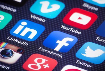 tawasoul_social_205148535 دراسة: وسائل التواصل الاجتماعي ترتبط بزيادة فرص إصابة المراهقات بالاكتئاب المزيد