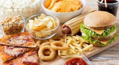 burger_319653836 دراسة: الوجبات السريعة تكبح ضبط المخ للشهية منتدى أنوال