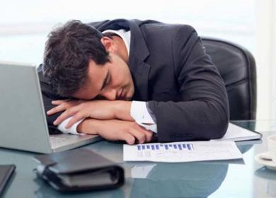 sleeping_during_work_723607000 دراسة: العمل ساعات أقل قد يرفع من الإنتاجية Actualités