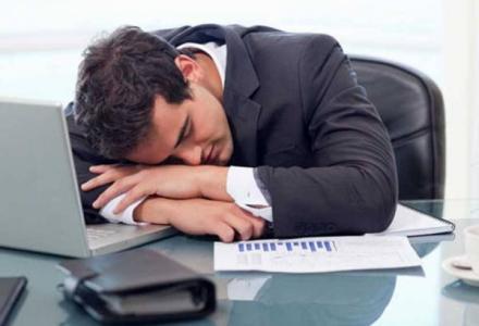sleeping_during_work_723607000 كيف تحد من تأثير العمل الليلي وإرهاق السهر؟ المزيد