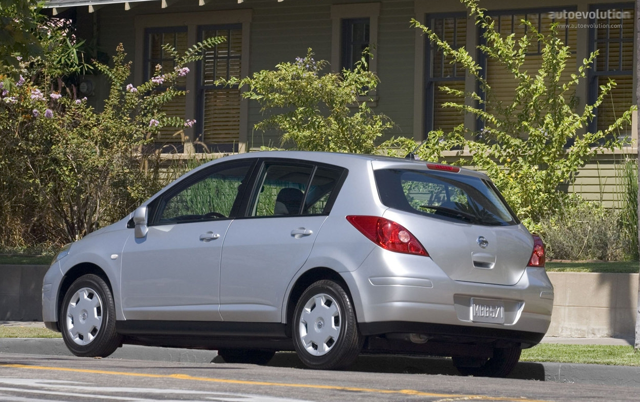 Nissan Tiida Versa Specs Amp Photos