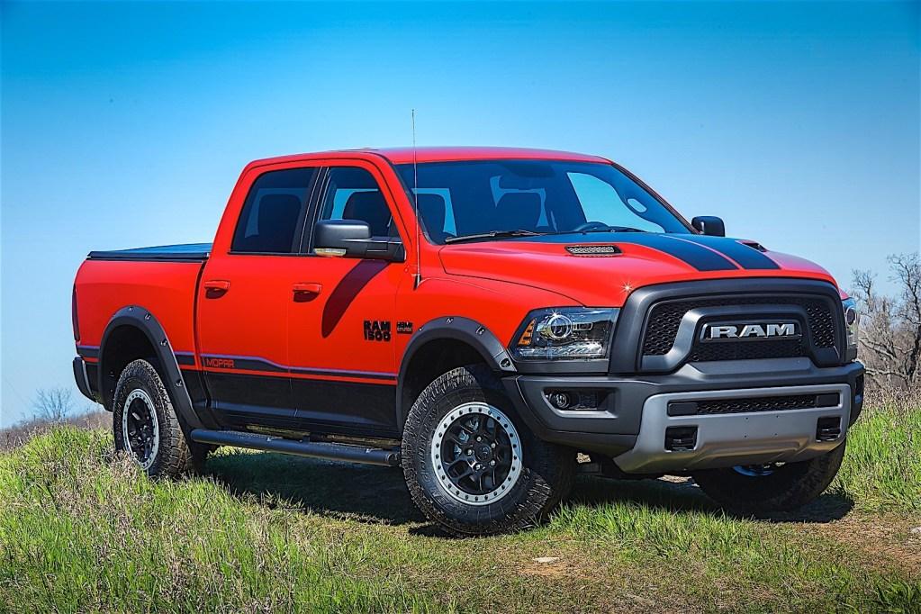 RAM Trucks 1500 Crew Cab specs & photos - 2015, 2016, 2017 ...