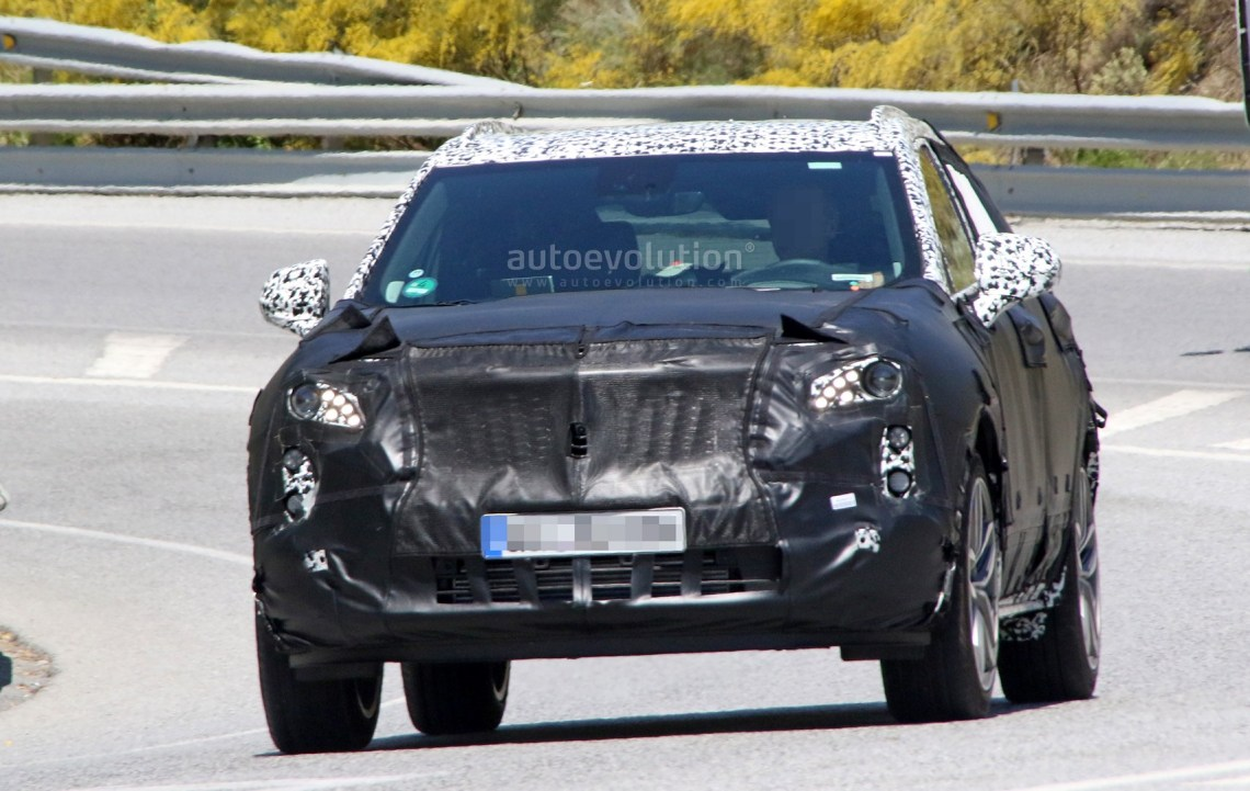 2019 cadillac xt4 plug-in hybrid spied during hot weather testing