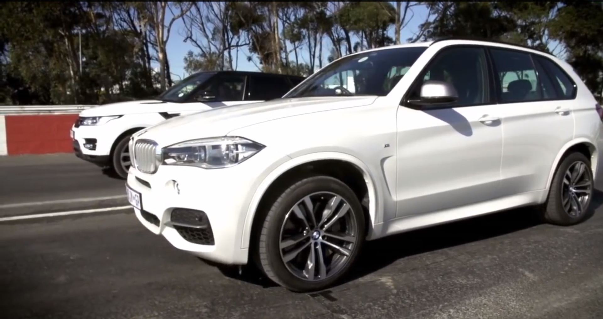BMW X5 M50d vs Range Rover Sport Supercharged Drag Race