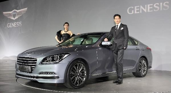 2013 Out Hyundai Blacked Genesis