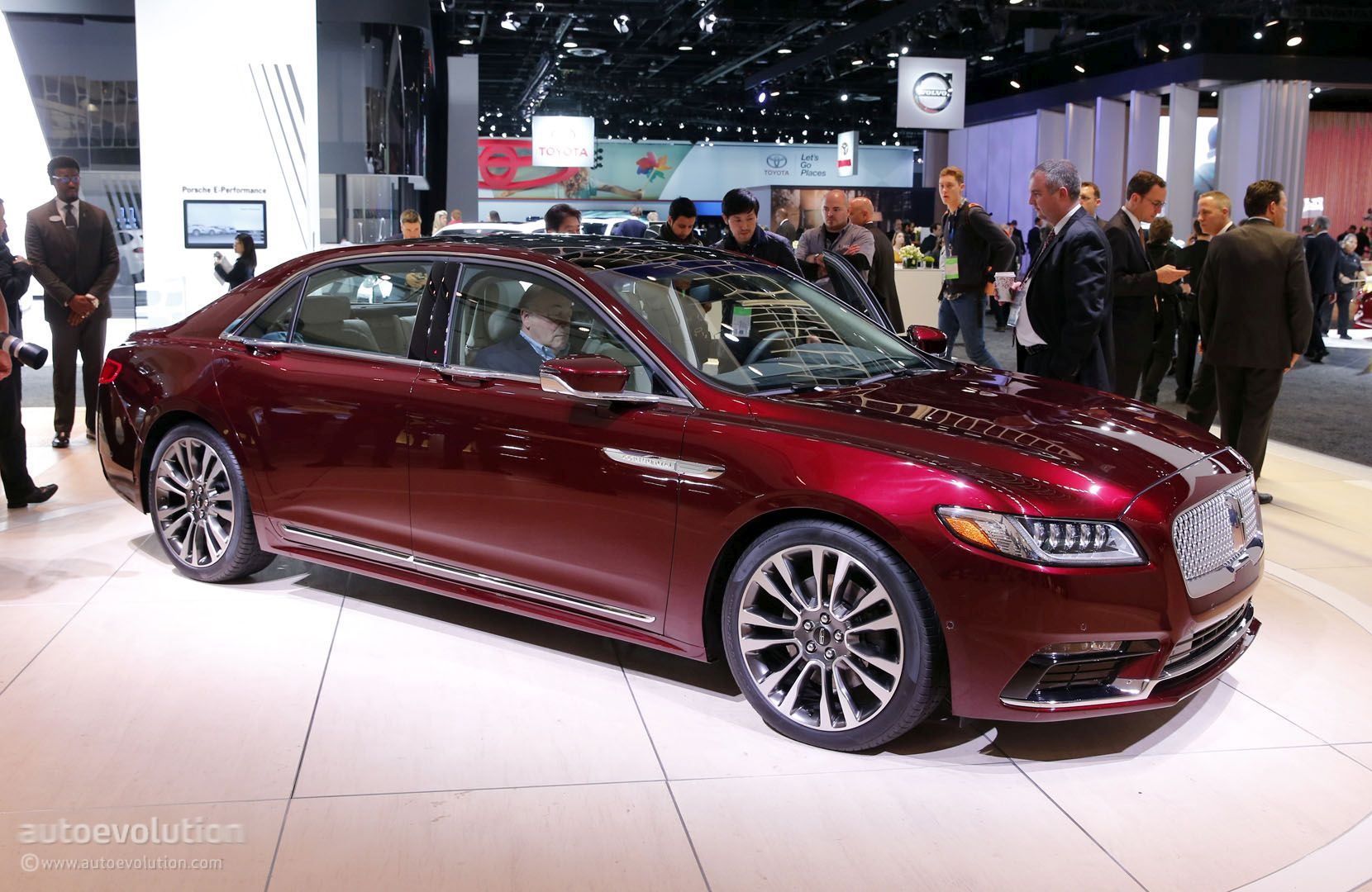 2017 Lincoln Continental Shows 400 HP 400 LB FT V6 In