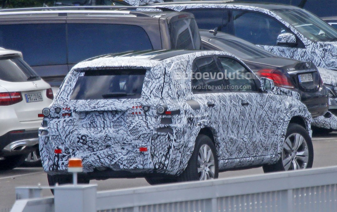 2019 Mercedes Benz GLE Spy Shots Also Hide The First
