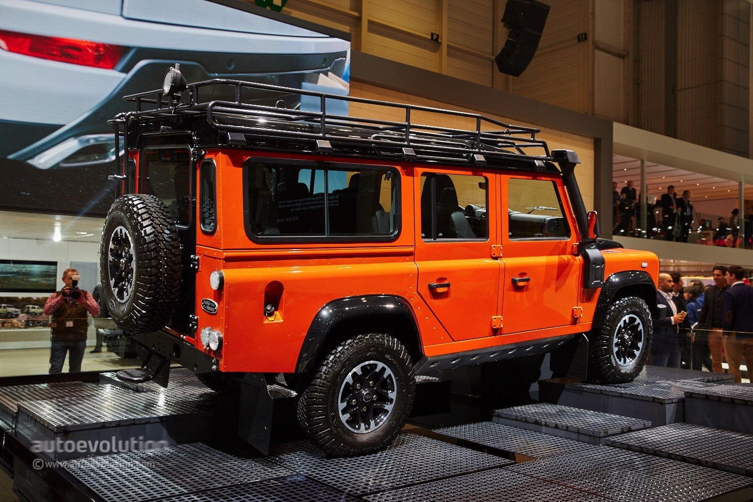 Land Rover Says Goodbye To The Defender In Geneva With 3