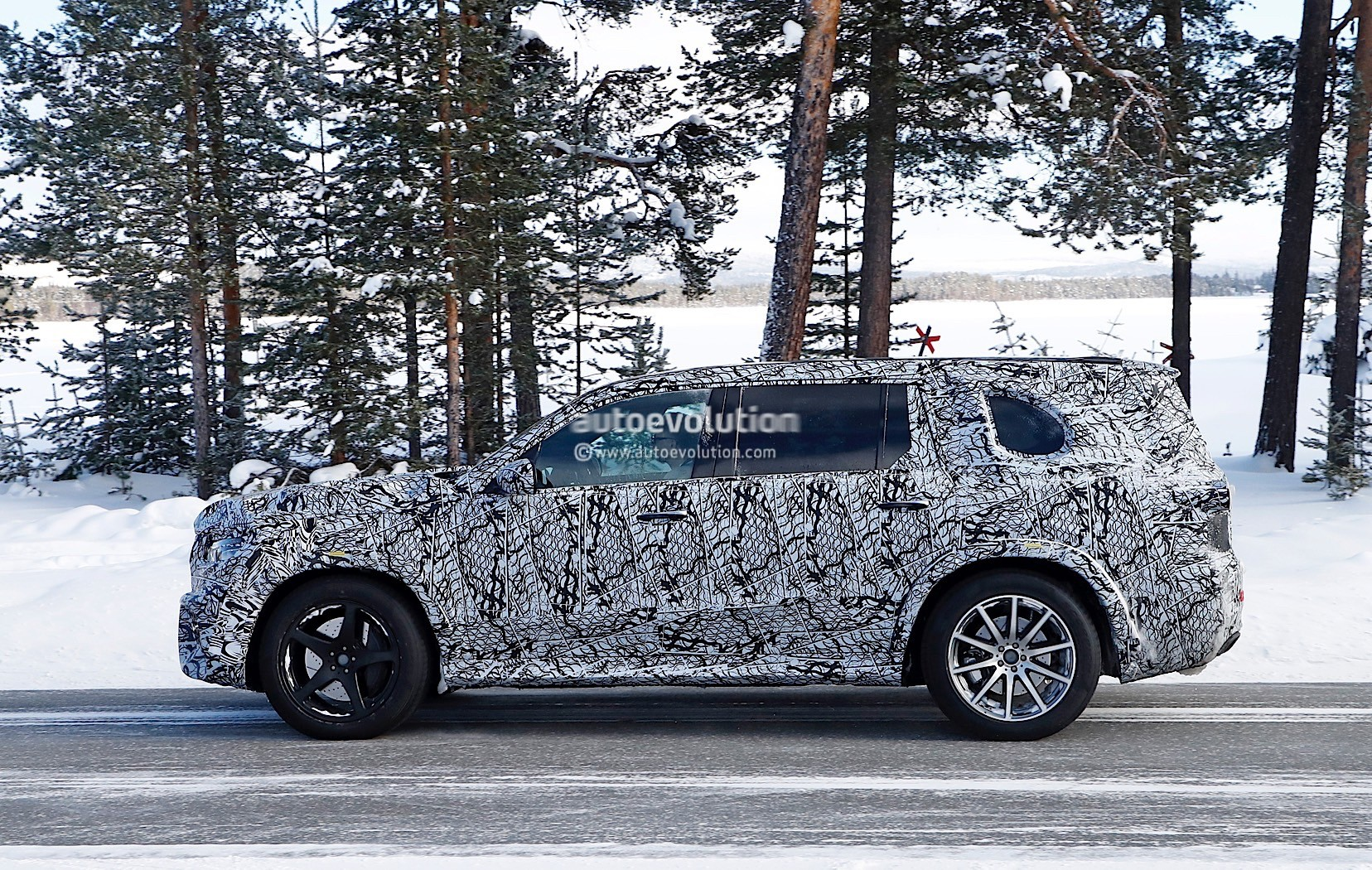Spyshots 2020 Mercedes AMG GLS 63 Prototype Looks