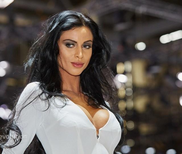 Hot Girls At The Geneva Motor Show