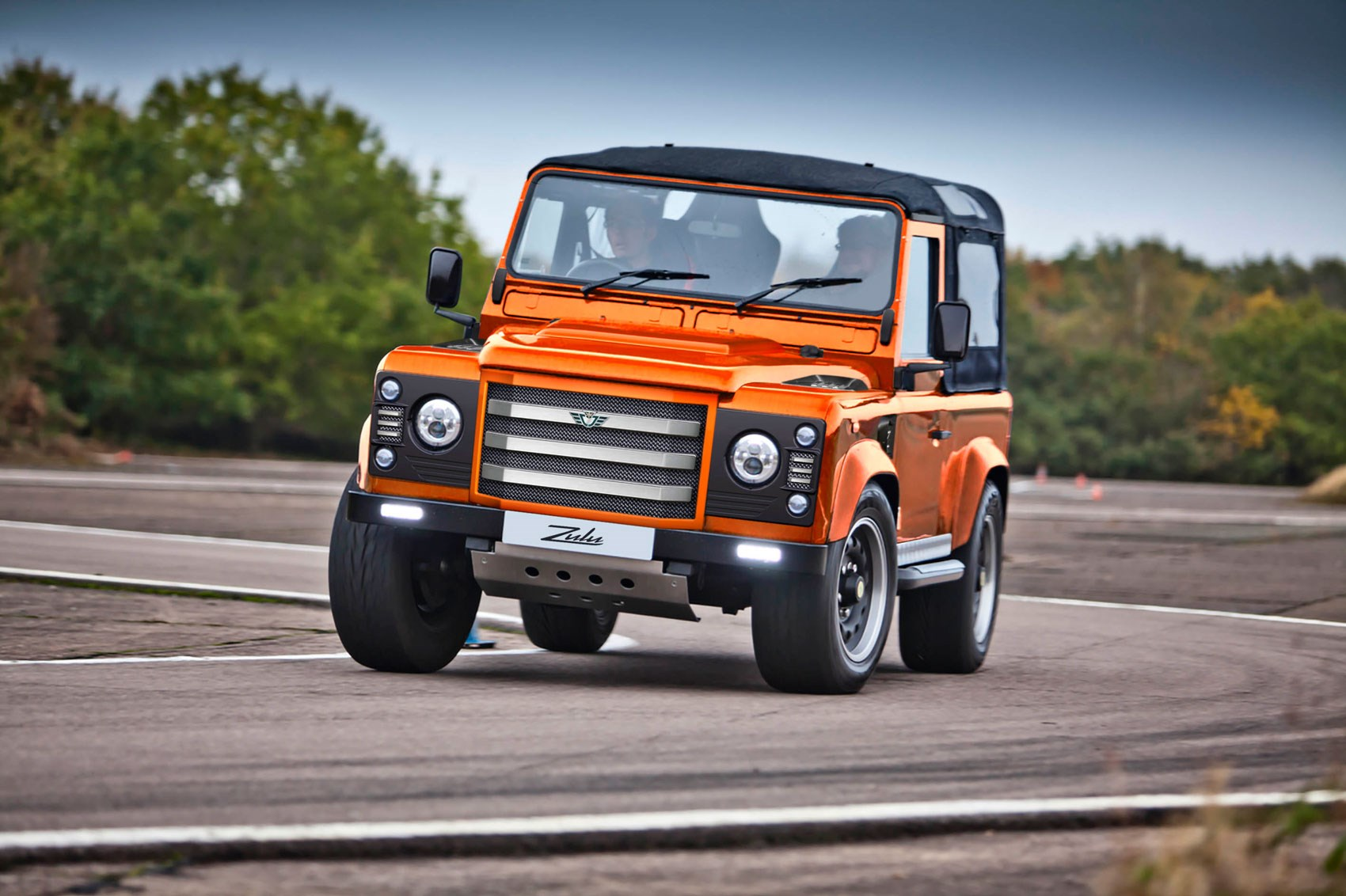 Land Rover Defender Won t Die without a Fight Gets 481 HP Jaguar